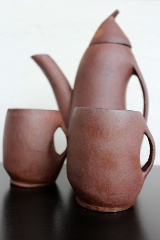 Woodfired teapot with mugs